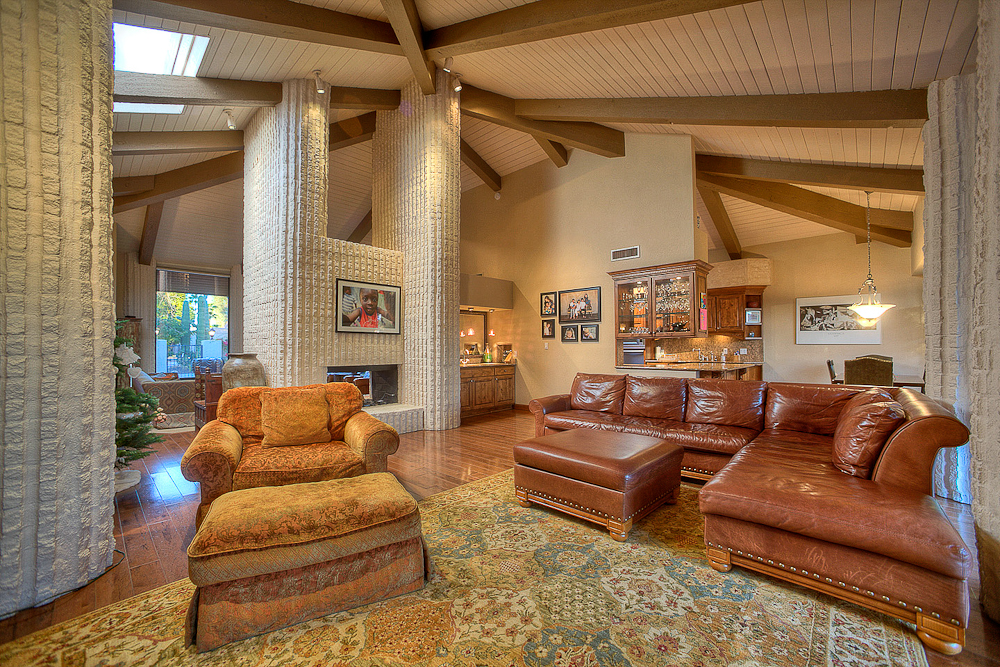 family room, fireplace, and bar